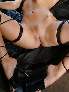 Nude Girls on Heels